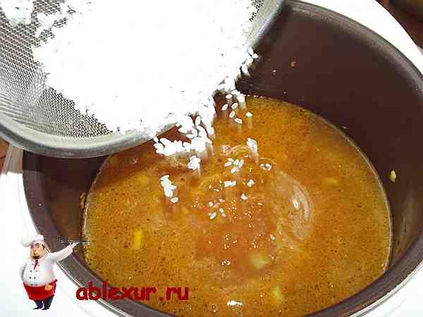 всыпаю полстакана риса в суп харчо