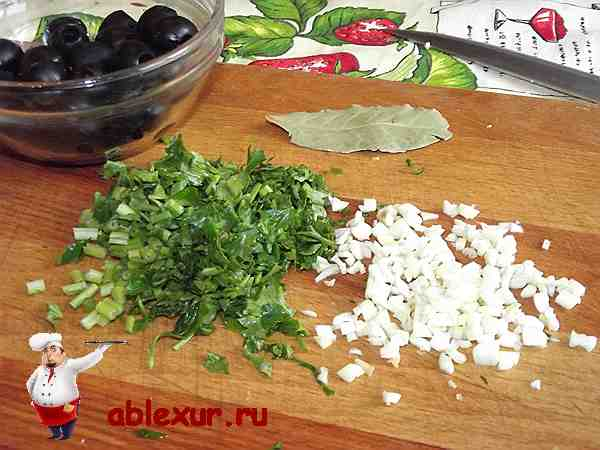 измельченная петрушка и укроп для супа харчо