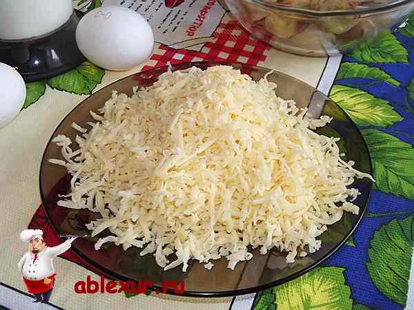 сто пятьдесят грамм сыра натертого на мелкой терке