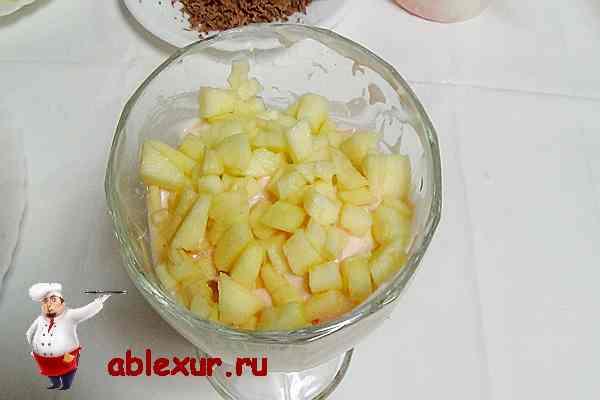 слой фруктового салата из яблок