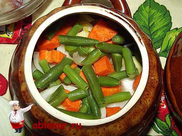 стручковая фасоль и морковь в горшочке