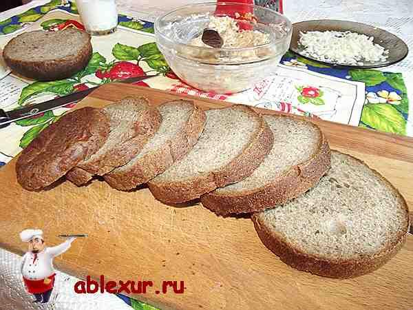 нарезанный ломтиками ржаной хлеб