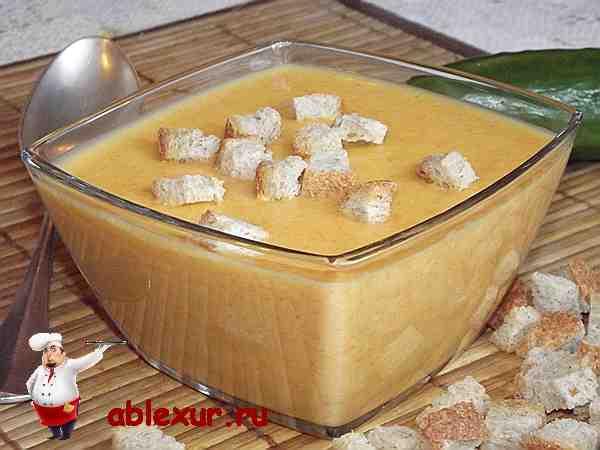 суп-пюре из кабачков со сливками и сухариками