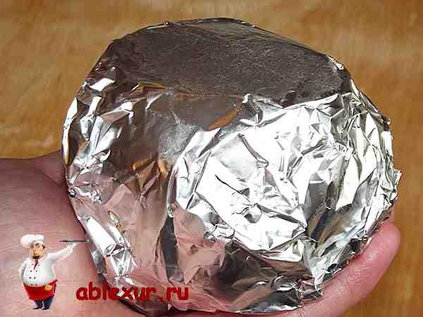 песочное тесто для творожного пирога завернутое в фольгу