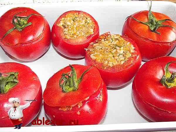 помидоры уложенные в форму для запекания