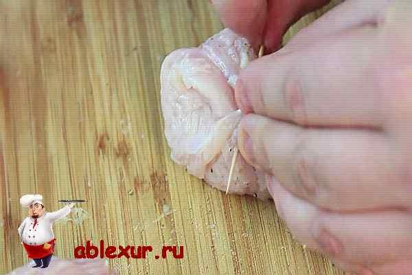 заворачиваю в куриное филе начинку