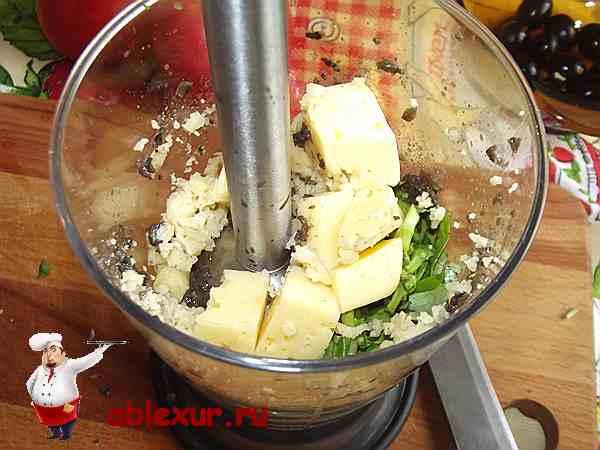 добавляю в начинку для рулетиков кубики сыра