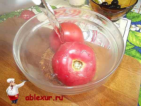 два помидора поливаю кипятком
