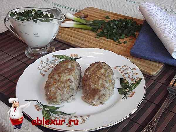 ленивые голубцы с рисом на тарелке
