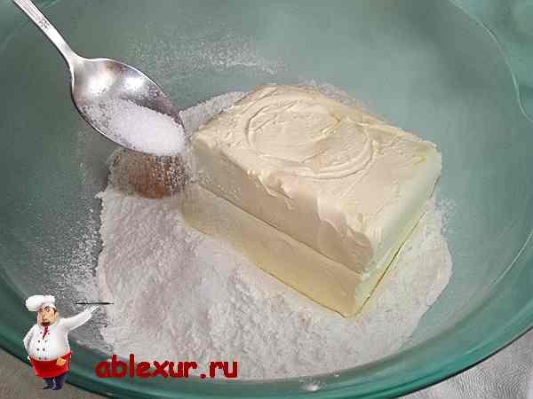 солю сливочное масло и муку