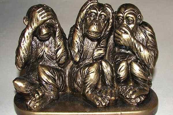 фигурка трех обезьян
