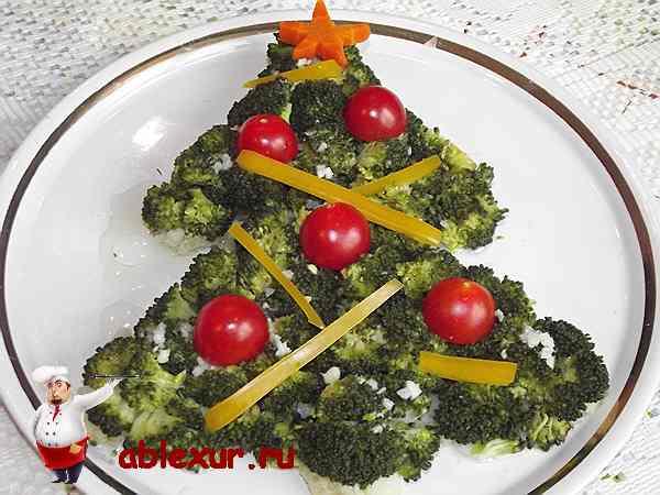 украшаю салат желтым перцем