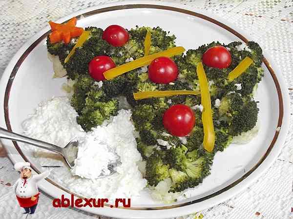 укладываю смесь вокруг салата с брокколи