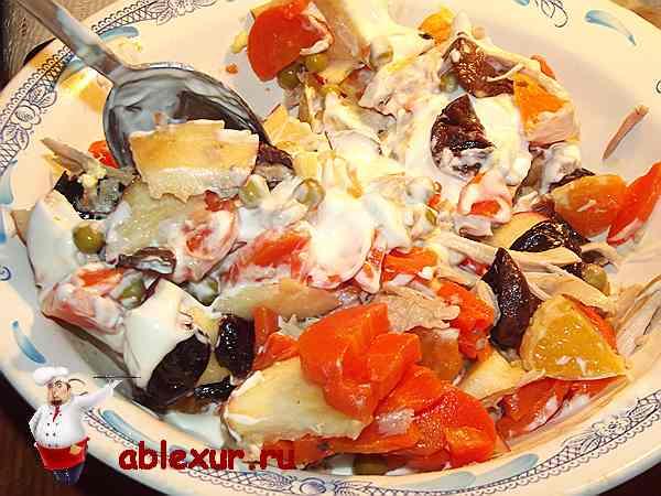 окончательно перемешиваю салат с заправкой
