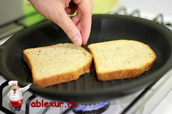 поджарить хлеб в сковороде