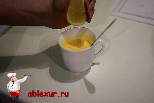 выжимаем в соус лимон