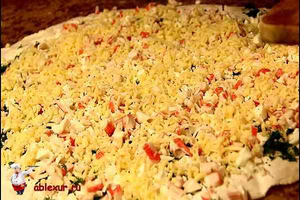 тертый сыр на крабовой начинке