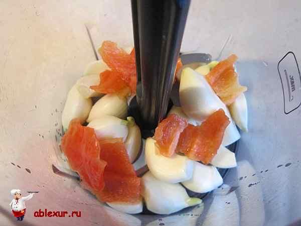 чеснок с перцем в блендере