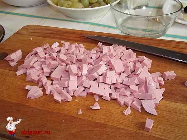докторская куриная колбаса нарезанная кубиками