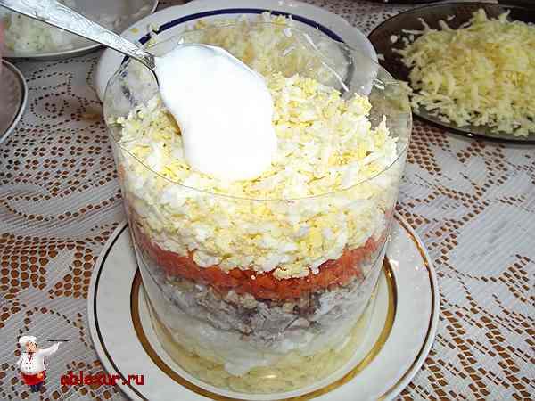 слой салата из тертых яиц