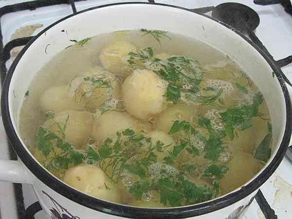 картофель варится на пюре