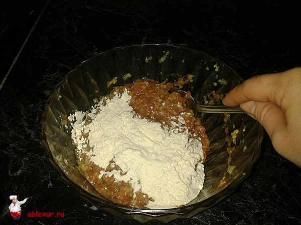 добавить в фарш из телятины муку