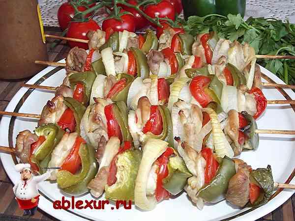 шашлык из куриного филе с овощами
