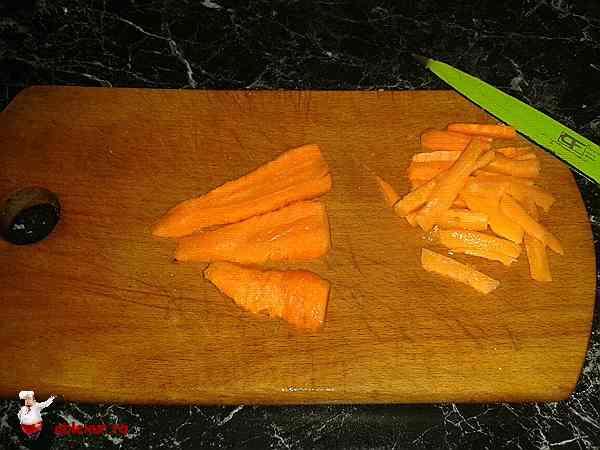 морковь нарезанная на полоски для ребрышек