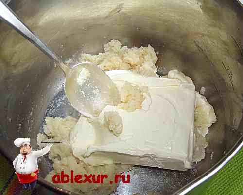 сливочное масло перемешиваю с творогом
