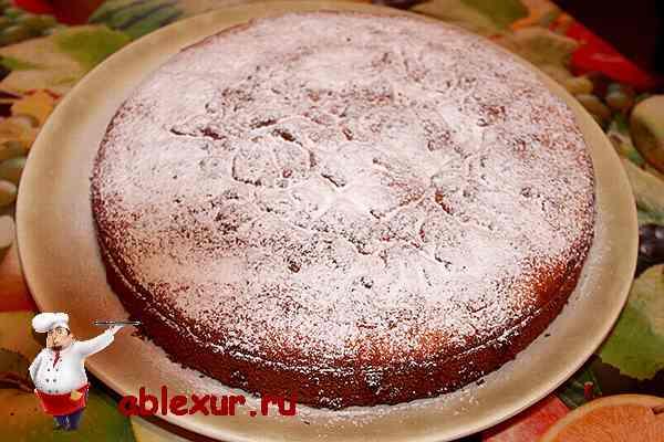 вкусный бисквитный яблочный пирог
