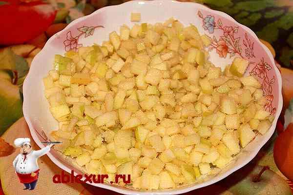 яблочная начинка бисквитного пирога