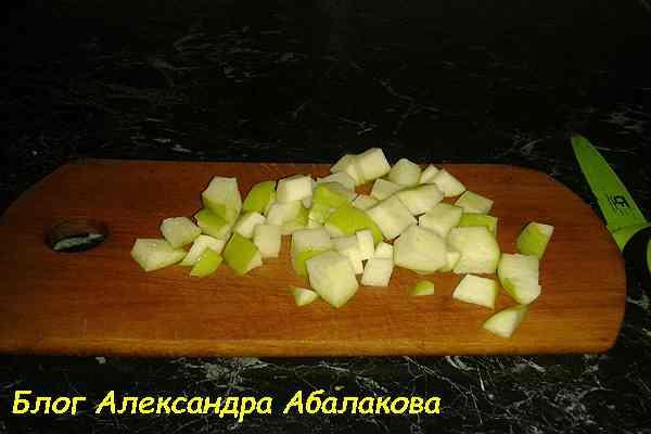 салат из яблок с куриной печенью