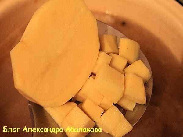 выложить картофель в щи с капустой