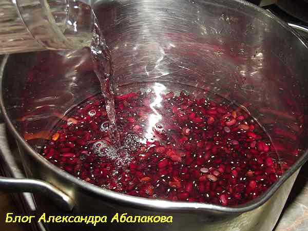 заливаю в красную фасоль воду