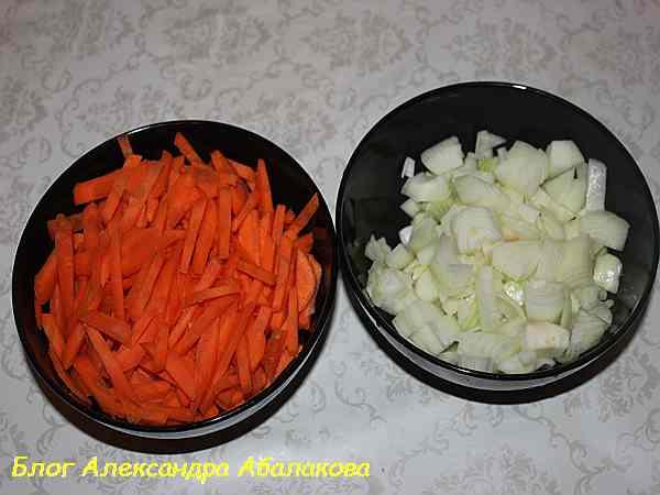 нарезанные овощи для плова из свинины в мультиварке