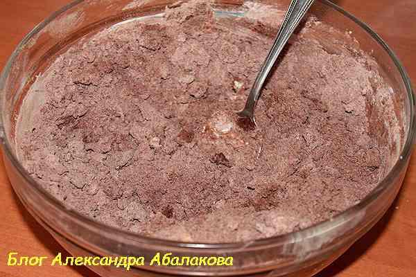 смешать сухие компоненты торта из тврога