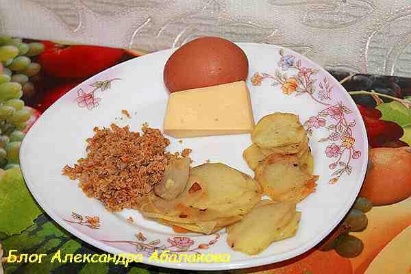 вкусный завтрак из яиц и сыра