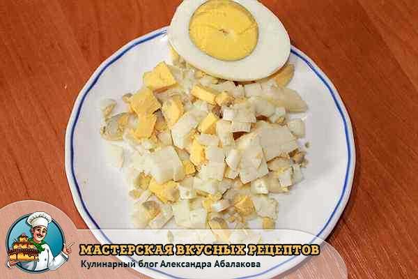 вареные яйца для столичного салата