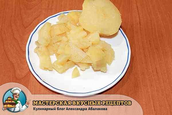 вареный картофель для столичного салата