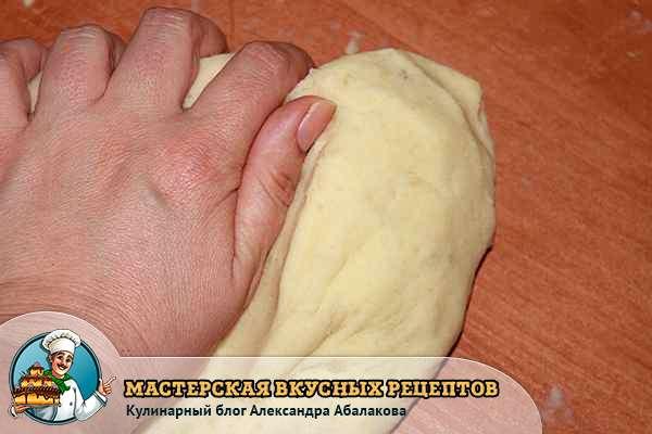 замешать картофельное тесто для вареников