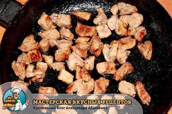 обжарить мясо для плова с нутом