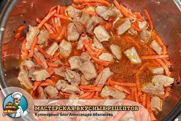 тушиться мясо с морковью