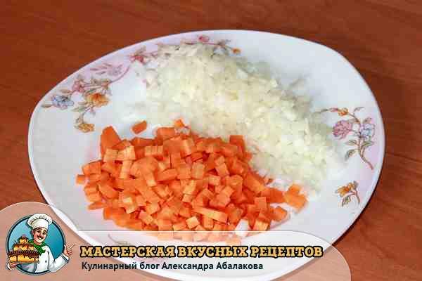 лук и морковь для салата с лапшой