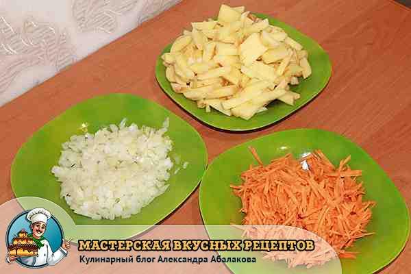 нарезанные овощи для супа из щавеля