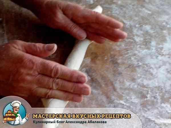 разделить тесто ребром ладони