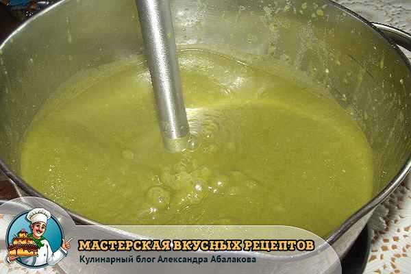 измельчить в пюре шпинат с овощами