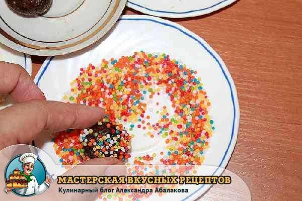 обсыпать конфеты пудрой