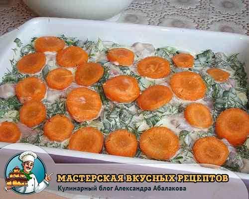 положить морковь на кабачки