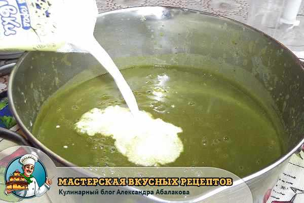 влить в крем суп со шпинатом сливки