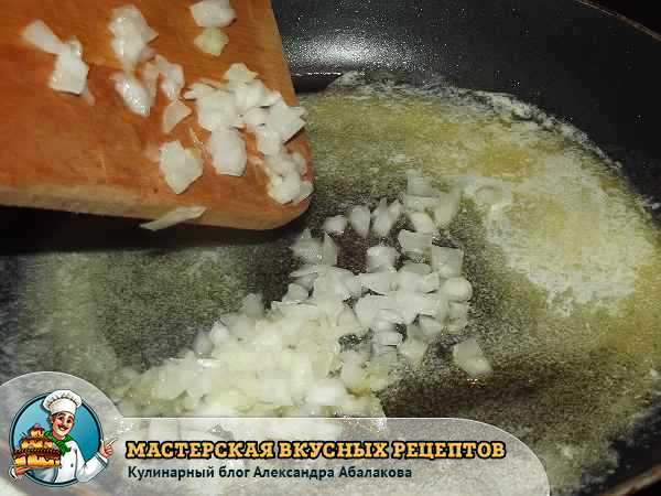 добавить лук в сливочное масло